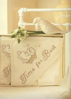 Okrycie kąpielowe Bąbelek z myjką  #sofija #kąpiel #dziecko #okryciekąpielowe #bawełna #ubrankadladzieci #opieka #kids #baby #kinder #kinderkleidung #children  #chłopiec #dziewczynka #boy #girl #kąpiel #bath Burlap, Babe, Reusable Tote Bags, Embroidery, Mini, Ornaments, Kids Wear, Needlepoint, Hessian Fabric