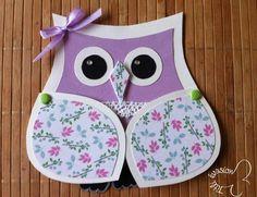 Salut les filles, Alors je reviens aujourd'hui avec une carte à offrir, pour ma part, c'est pour un anniversaire. Je suis restée dans la tendance actuelle : le hibou. J'ai trouvé l'idée sur ce site https://www.etsy.com/fr/listing/55886143/diy-owl-invitations...