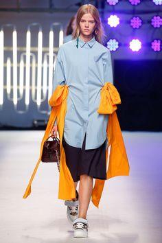 MSGM Spring 2016 Ready-to-Wear Fashion Show - Elizabeth Davison Tomboy Fashion, High Fashion, Fashion Show, Fashion Design, Runway Fashion, Womens Fashion, Milan Fashion, Milano Fashion Week, Ao Dai
