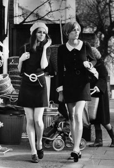 High+street+shoppers+epitomising+the+fashion+of+the+late+1960s..jpg 326×480 pixels