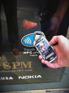 NFC Smartposter toepassing. Kijk op NFCSupport.nl voor uw smartposter oplossing