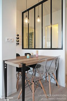 Un mini loft parisien Living Room Modern, Home Living Room, Mixed Dining Chairs, Salon Chairs For Sale, Rocking Chair Porch, Mini Loft, Comfortable Living Room Chairs, Space Interiors, Deco Design