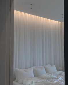 Room Design Bedroom, Room Ideas Bedroom, Home Room Design, Bedroom Decor, Bedroom Bed, All White Bedroom, Classic Living Room, Aesthetic Bedroom, Dream Rooms