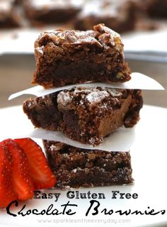 This Gluten Free Chocolate Brownies recipe is easy to make, is full of dark chocolate and crunchy walnuts and tastes 'out of this world'! Gluten Free Lemon Cake, Gluten Free Baking, Cooking Chocolate, Gluten Free Chocolate, Brownie Recipes, Cookie Recipes, Types Of Desserts, Brownie Ingredients, Baking Tins