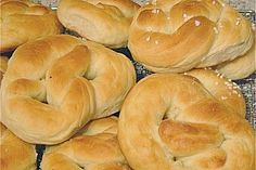 Saftige Martinsbrezeln Juicy Martin Pretzels, a good recipe from the bread and rolls category. Baking Recipes For Kids, Baking With Kids, Dinner Recipes For Kids, Appetizers For Kids, Appetizer Recipes, Dessert Recipes, Delicious Cake Recipes, Yummy Cakes, Healthy Meals For Kids