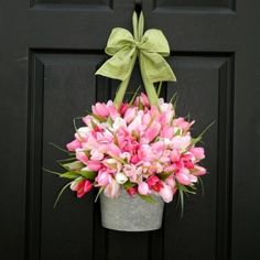 love this for a front door for spring instead of a wreath! maybe I can remember to use my white embossed wallpocket for this :D