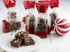 Looking for small gifts to give co-workers, teachers or your social group or club? Check out these holiday goodies you can make a lot of at once, for very little money.