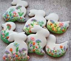 Here's Easter Bunny cookie recipe & an exhaustive list of best decorated Easter bunny cookies. Check cute Easter bunny cookies pictures and inspire yourself Fancy Cookies, Iced Cookies, Cute Cookies, Cupcake Cookies, Sugar Cookies, Easter Cupcakes, Easter Cookies, Cookie Icing, Cookie Decorating