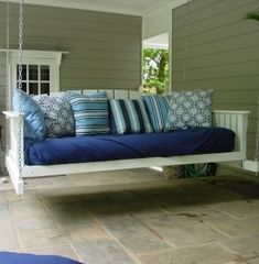 Daybed Swing for your porch. Because who doesn't love a porch swing? Outdoor Spaces, Outdoor Living, Swing Design, Chair Design, Diy Porch, Pallet Porch, Pallet Daybed, Diy Pallet, Porch Wooden