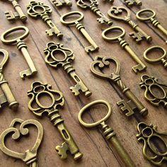 The Hollingworth Wedding Collection - 100 Medium Size Skeleton Keys in Antique Bronze. $55.00, via Etsy.