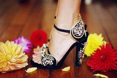 shoephoric:    Fabulous embroidered heels!