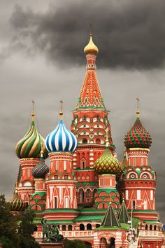 Saint Basil's Cathedral - Moscow, Russia (I love the buildings in Russia...they look like they're straight out of a fairytale)