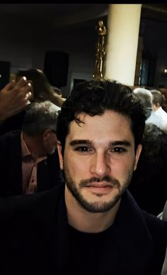 Kit Harrington Short Hair, Jon Snow, Short Hair Cuts, Short Hair Styles, Kit Rose, Beautiful Kittens, Hottest Male Celebrities, Kit Harington, British Men