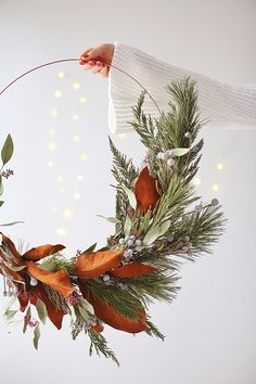 DIY | HOW TO MAKE AN ASYMMETRICAL HOLIDAY WREATH - JustineCelina
