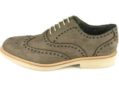 Lovely green wingtips.