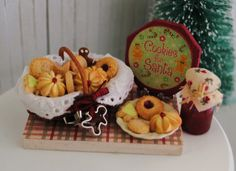 Christmas cookie basket in miniature (1:12 scale)