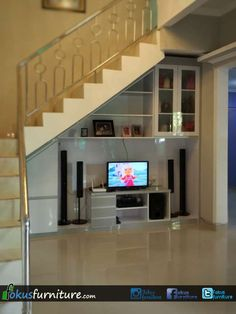 Trendy Art Deco Home Interior Stairs Home Stairs Design, Interior Staircase, Tv Wall Design, Home Room Design, House Design, Design Art, Stairs In Living Room, House Stairs, Living Room Decor