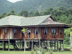 Traditional Muslim Malay Wooden House on Sarawak, Malaysia, Southeast Asia Vernacular Architecture, Architecture Design, Asian Architecture, Roof Design, House Design, Modern Wooden House, Thai House, Concrete Houses, Tropical Houses