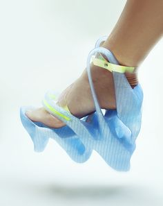 3D printed shoes by Anna Popova, via Behance - Weird looking but might be functional - I'll look for what 3D printing does for men's shoes - AN