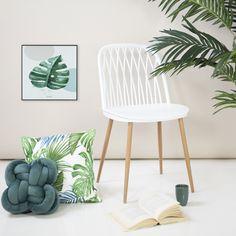 A műanyag székeink közül a CIGALE az egyik. Többek közt fehér színben is kapható. Mi azért szeretjük nagyon ezt a fehér színt, mert nagyon jól kombinálható bármely stílussal, többek közt például az URBAN JUNGLE stílusunkkal is! #urbanjungle #dzsungel #műanyagszék #plasticchair #levelesdekoráció #zöldotthon Floor Chair, Accent Chairs, Flooring, Modern, Furniture, Home Decor, Upholstered Chairs, Trendy Tree, Decoration Home