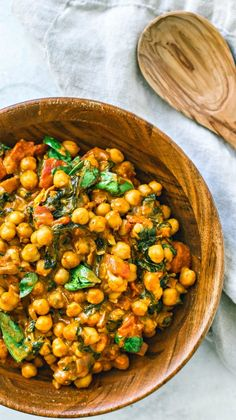 Chickpea Curry With Coconut Milk Bamboo bowl of Vegetarian Chickpea Curry.Bamboo bowl of Vegetarian Chickpea Curry. Curry Recipes, Vegetarian Recipes, Healthy Recipes, Indian Food Vegetarian, Ovo Vegetarian, Vegetarian Barbecue, Vegetarian Options, Whole30 Recipes, Vegetarian Cooking