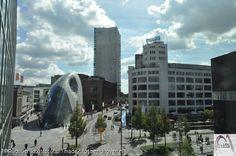 Philips lichttoren, bij naam Witte Dame, achtergrond de Admirant, voorgrond Blob & shopping Center