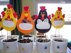 my jsme tři kuřátka Easter Projects, Easter Crafts For Kids, Thanksgiving Crafts, Diy For Kids, Diy Y Manualidades, Diy And Crafts, Paper Crafts, Chicken Crafts, Easter Art