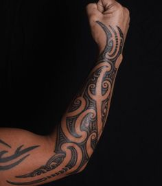 The Maori tattoo is revealed. ❖❖❖ ❖❖❖ The Maori (or Maori) tattoo is part of the group of tribal tattoos . It is a type of ancient body art that is invented by the Maori people, native of . Maori Tattoos, Tattoos Bein, Tribal Forearm Tattoos, Polynesian Tribal Tattoos, Filipino Tattoos, Badass Tattoos, Samoan Tattoo, Girl Tattoos, Tattoos For Guys