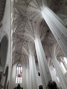 Gothic vaults of the Toruń Cathedral, constructed between 1475 and 1480 with a polychromy depicting the Man of Sorrows from 1478. #15thcentury #artinpl #1480s