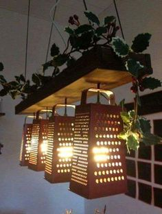 14 kreative Ideen für selbstgemachte Lampenschirme Making furniture and decoration for his home is becoming more and more of a trend. We have compiled 14 ideas for stylish lampshades for you. Deco Luminaire, Old Kitchen, Kitchen Sink, Kitchen Lamps, Kitchen Island, Kitchen Country, Vintage Kitchen, Recycled Kitchen, Kitchen Craft