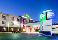 Holiday Inn Express & Suites Rocky Mount Smith Mountain Lake Rocky Mount (Virginia) Featuring an indoor pool and a fitness centre, Holiday Inn Express & Suites Rocky Mount Smith Mountain Lake is located in Rocky Mount, Virginia. Free Wi-Fi access is available.  Air conditioning and a seating area are included in each room.