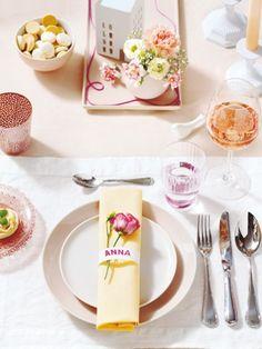 Softes Rosé und Apricot knüpfen zarte Bande, während helle Gelbtöne und Weiß ihre Liaison auffrischen. Bunte Blüten machen den fröhlichen Look perfekt!