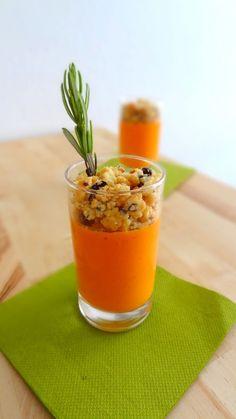 Panna cottage salée aux poivrons et croûte de crumble aux olives