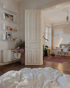 News 01.13.21 : Today's Articles of Interest from Around the Internets Dream Apartment, Parisian Apartment, Aesthetic Room Decor, Dream Rooms, My New Room, House Rooms, My Dream Home, Home Interior Design, Room Inspiration