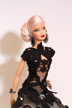 Image detail for -¿Recordáis la entrevista de ayer a Conchi Fernández? ¿Recordáis sus maravillosas joyas y zapatos? Ha llegado el momento de verlos en una Barbie, de verlos ...