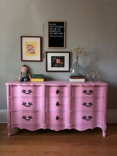 Be inspired by Chalk Paint® decorative furniture paint, fabric and upcycling projects from Annie Sloan and her Painters in Residence from around the world. Shabby Chic Dresser, Decor, Furniture, Dresser Makeover, Painted Furniture, Home Decor, French Inspired Furniture, Country Bedroom Furniture, French Provincial Dresser Makeover