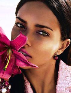 Vogue Espanha Maio 2014 | Adriana Lima por Miguel Reveriego [Editorial]