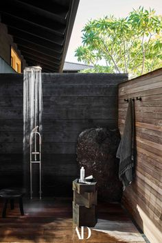 There are no indoor showers at this Hawaiian retreat, only open-air stalls that echo the materiality (ipe and concrete) and intent (unity with nature) of the other outdoor rooms. A ceramic taboret is an angular counterpoint to the organic sculptural quality of the corner lava rock. #shower #rainshower #resin #stool #art #concrete #nature #openair #outdoorshower #ceramic #taboret #sculpture #lava #rock Poured Concrete Counters, Polynesian Art, Secret House, Rural Retreats, Block Island, Hall Design, Corrugated Metal, Dark Stains, Architectural Digest
