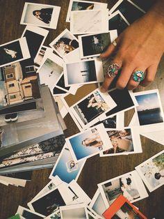 Weekend Do: Start A Photo Wall | Free People Blog #freepeople un mur de photos? Pourquoi pas?