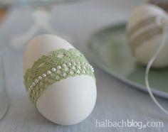 halbachblog I Ostereier basteln I Pastellgrün I Spitze und Perlenband