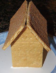 Graham Cracker Gingerbread Houses {Tutorial}