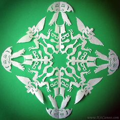 The Most Crazy-Cool Snowflakes You& Ever Seen Paper Snowflake Patterns, Snowflake Template, Snowflake Craft, Paper Snowflakes, Snowflake Designs, Diy Christmas Ornaments, Christmas Decorations, Christmas Things, Xmas