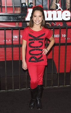 """Kenzie at the Annie premiere! I JUST REALIZED MACK ALSO WORE THIS SHIRT IN HER """"Christmas All Year Long"""" VIDEO!"""