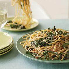 Rachael Ray Garlic and Oil Spaghetti with Greens. I love pasta! Best Spaghetti Recipe, Spaghetti Recipes, Pasta Recipes, Cooking Recipes, Veggie Dishes, Pasta Dishes, Rachel Ray Recipes, Vegetarian Recipes, Healthy Recipes