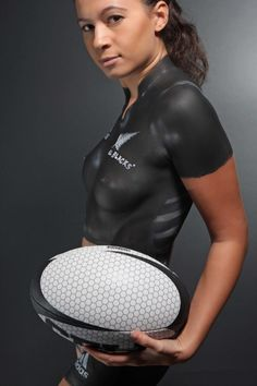 New Zealand All Blacks Rugby body Paint - our women are world beaters too Rugby League, Rugby Players, Ulster Rugby, Womens Rugby, All Blacks Rugby, Sport Body, Sporty Girls, Woman Painting, Bodypainting