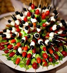 Appetizers for party snacks cooking Ideas Vegetable Appetizers, Appetizers For Party, Appetizer Recipes, Appetizer Ideas, Individual Appetizers, Skewer Appetizers, Appetizer Display, Cheese Display, Easter Appetizers