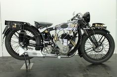 Manufacturer: Terrot Model: HST Year: 1930 Bore/Stroke: 70x90mm Capacity: 346cc Engine type: 4-stroke / sv Cylinders: 1 Weight: 115kg Topspeed: c.100km/h