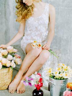 Bright Spring Wedding Floral Ideas | Wedding Sparrow | Tamara Gigola + Postscriptum Photo Duet