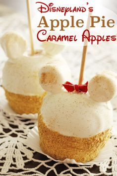 Apple Pie Caramel Apples from Pooh Corner | 21 Disney Parks Recipes You Can Make At Home. Mickey Mouse, Disney, caramel, apple, caramel apple pie, sweet, sweets, dulce, dulces, caramelo, manzana, manzana de caramelo, white, gold, blanco, dorado