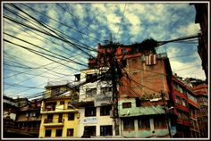 Droga z Tybetu do Nepalu. Droga tylko z nazwy, asfaltu nie widziała. Niektórzy mówią - droga śmierci... Zobacz na: http://smieszynkatravel.com/zhangmu-kathmandu/ #tybet #nepal #zhangmu #granica #droga #śmierci